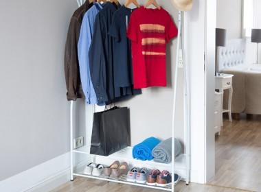 praktischer und eleganter Kleiderständer